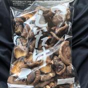 秩父産 こだわりの原木・天然栽培 干し椎茸(丸干し)300g (規格外・欠け・割れ品)  300g 埼玉県 通販