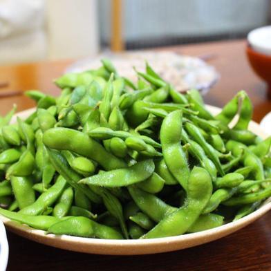 8月出荷 テレビ博士ちゃんで神の枝豆と絶賛されたよそべいのだだちゃ豆 1キロ 與惣兵衛