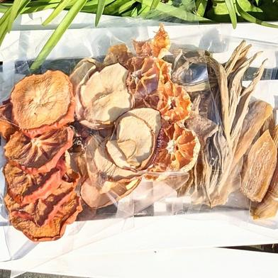 お楽しみドライフルーツおまかせ3種mixセット 以下からおまかせで3袋(内容は選べません) みかん(静岡産・30g)、 柿チップ(国産・100g)、 りんご(信州産・70g)、 干し芋(徳島産・100g)、 ヤーコン(横浜産自然栽培・100g) 果物や野菜などのお取り寄せ宅配食材通販産地直送アウル