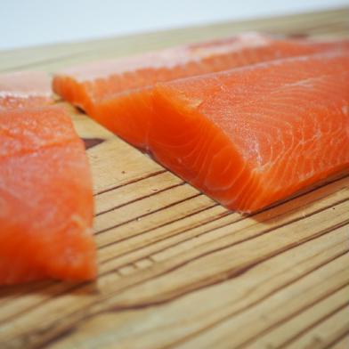 [訳あり]マス刺身用フィレー(サイズ規格外)1キロ 1kg(3枚) 魚沼 高野養魚場